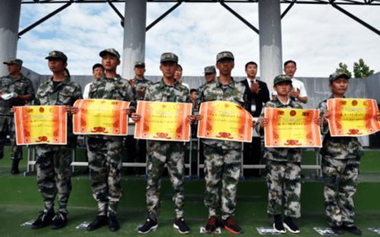 宿迁科技学校隆重举行新生军训阅兵式暨表彰大会